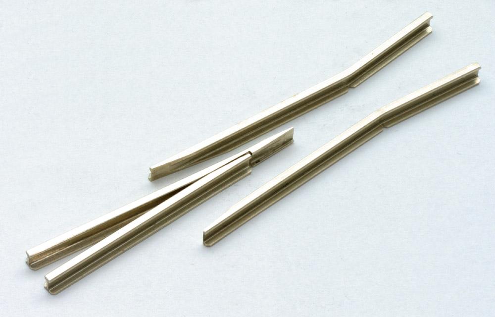 Mehr Details und Kaufen von Spur 0 Code 143 - Herzstückspitzen und Radlenker, Neusilberprofil - Peco IL709 1 Set | günstig bestellen bei Weinert-Bauteile