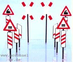 Spur 0 Bakensatz für Bahnübergang, 4 Andreaskreuze, 8 Schilder, 12 Baken, Bausatz - Weinert 2526  | günstig bestellen bei Weinert-Bauteile